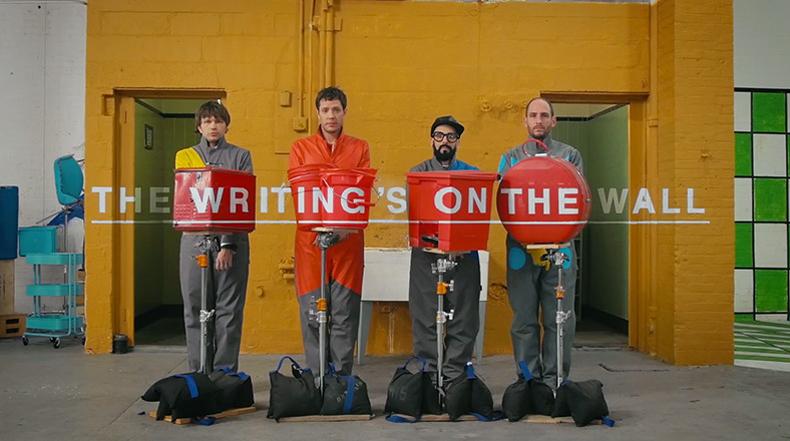 """Video Musical """"La escritura en la pared"""" de OK Go esta cargado con cuatro minutos de ilusiones ópticas en directo"""