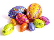 Además, puedes personalizar tus huevos de Pascua con envoltorios coloridos y . huevos pascua