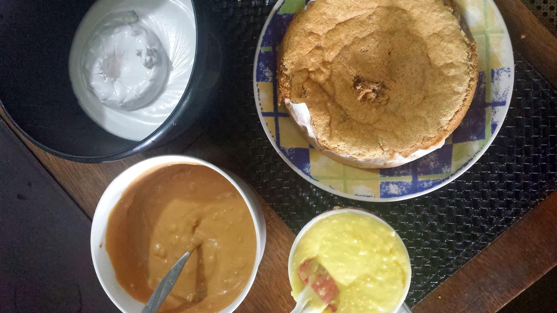 Bolo de Nozes Diet com baba de moça e doce de leite