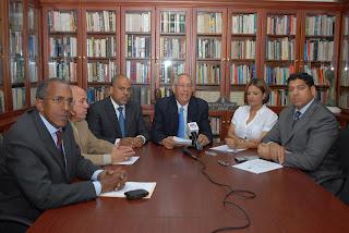 Comisión económica del PRD acusa al ministro de hacienda y al administrador del banco de reservas de violar leyes del sistema monetario y financiero del país.