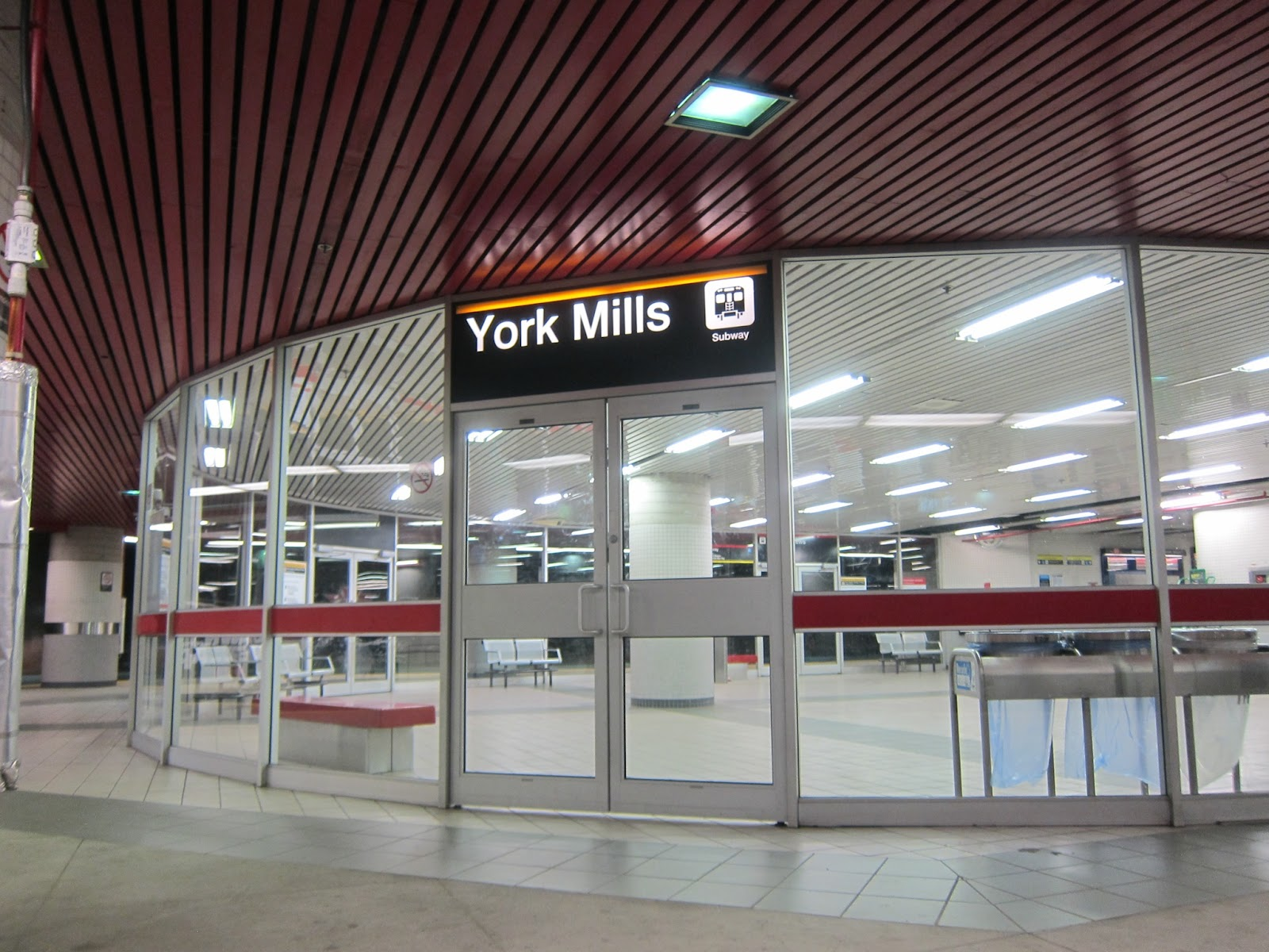 York Mills bus platform