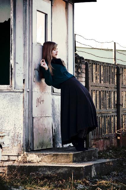 http://prettylittlefashionistaa.blogspot.com/2013/02/long-skirt.html