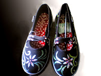 Sepatu Lukis onix 275 Cewek Rp 125 000,sepatu lukis ornamen,sepatu lukis batik