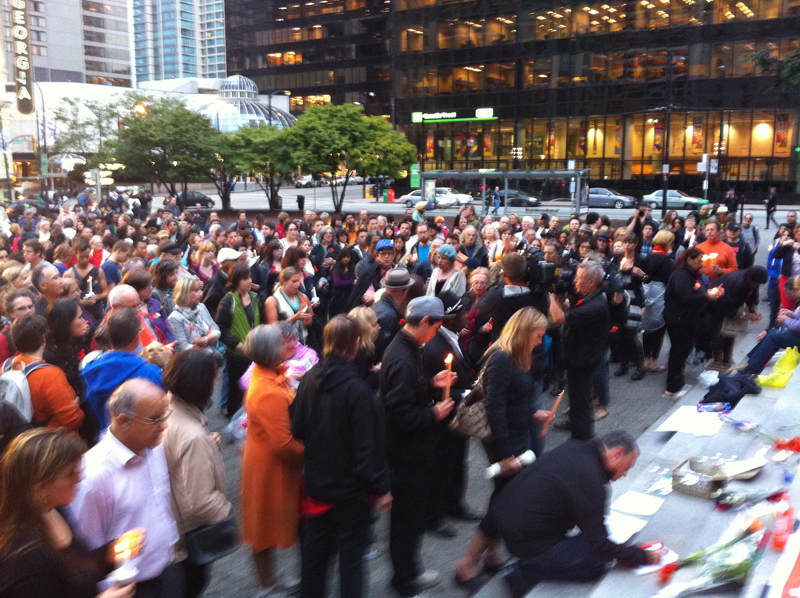Scenes from candle vigil for Jack Layton Vancouver Art Gallery