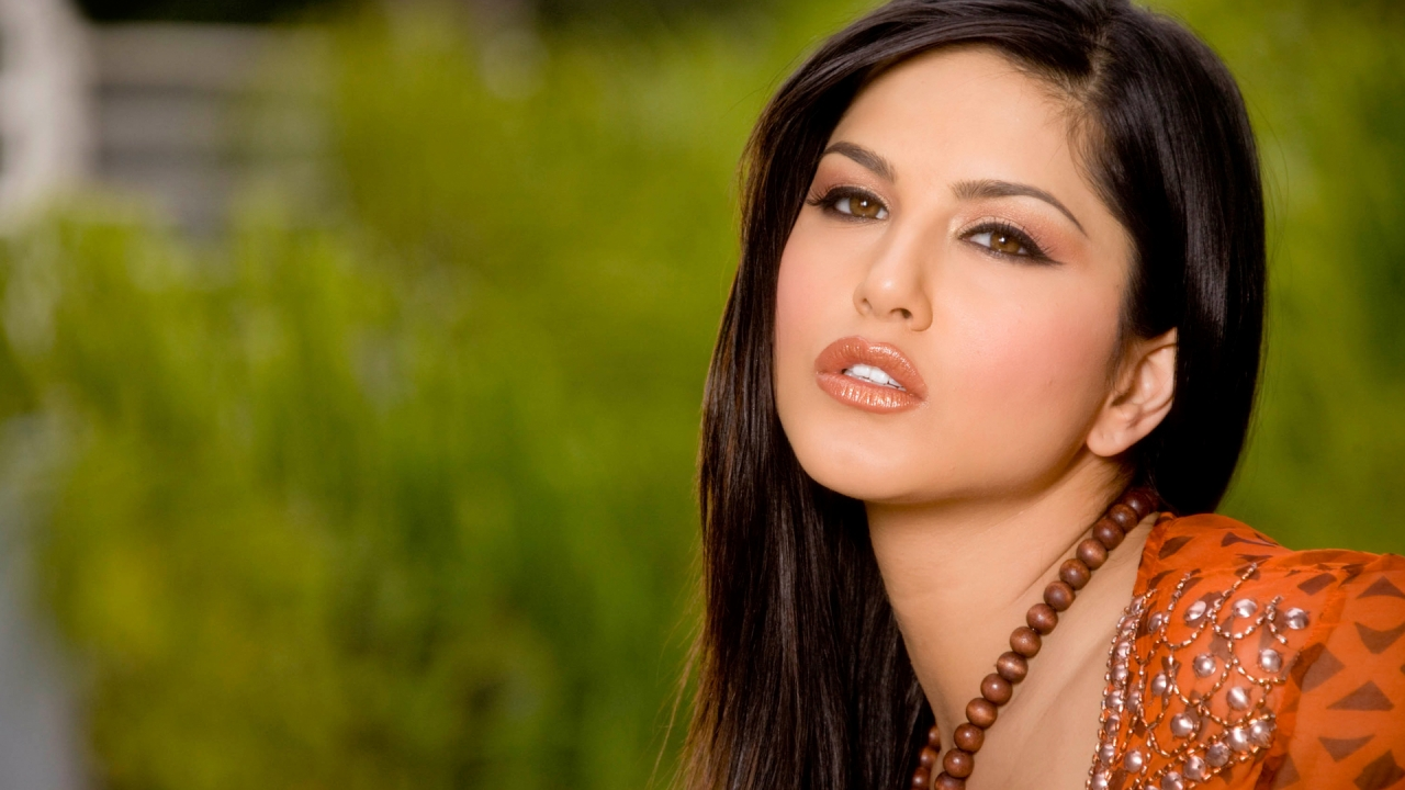 Bollywood Actress Pictures: Sunny Leone HD Wallpapers