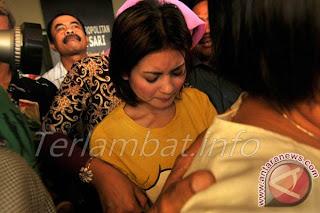 Novi Amalia Tabrak Lari Oktober 2012 Model Majalah