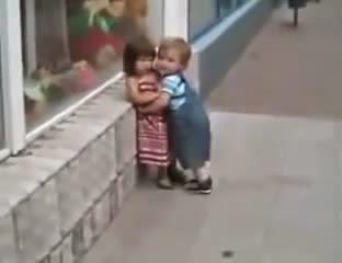 Hài hước cậu bé tán cô bé!!! đẹp trai không bằng chai mặt là đây!