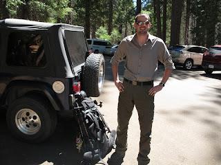 Kevins Jeep, mein Rucksack und ich