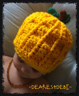 A pumpkin hat - Dearest Debi Patterns