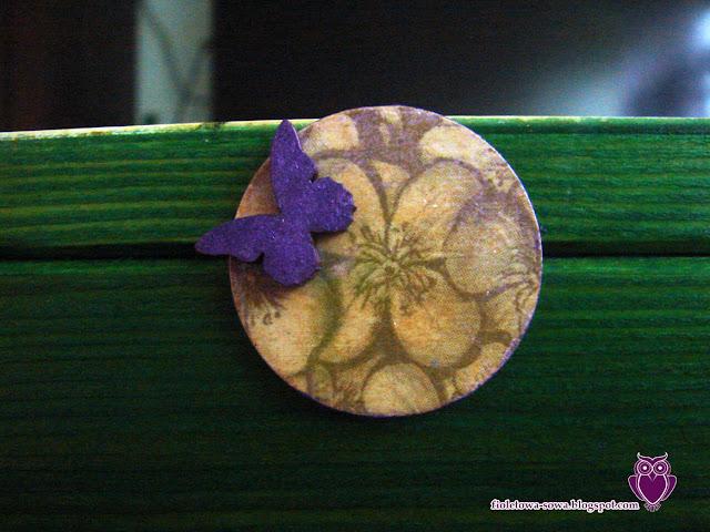 kwiatek z motylem