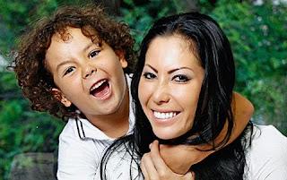 Alexander este preste a completar dez anos, mas demorou a ser reconhecido por Ronaldo. O motivo? a mãe do menino, a japonesa Michele Umezu, só revelou que o garoto era filho do Fenômeno depois de alguns anos do nascimento dele .