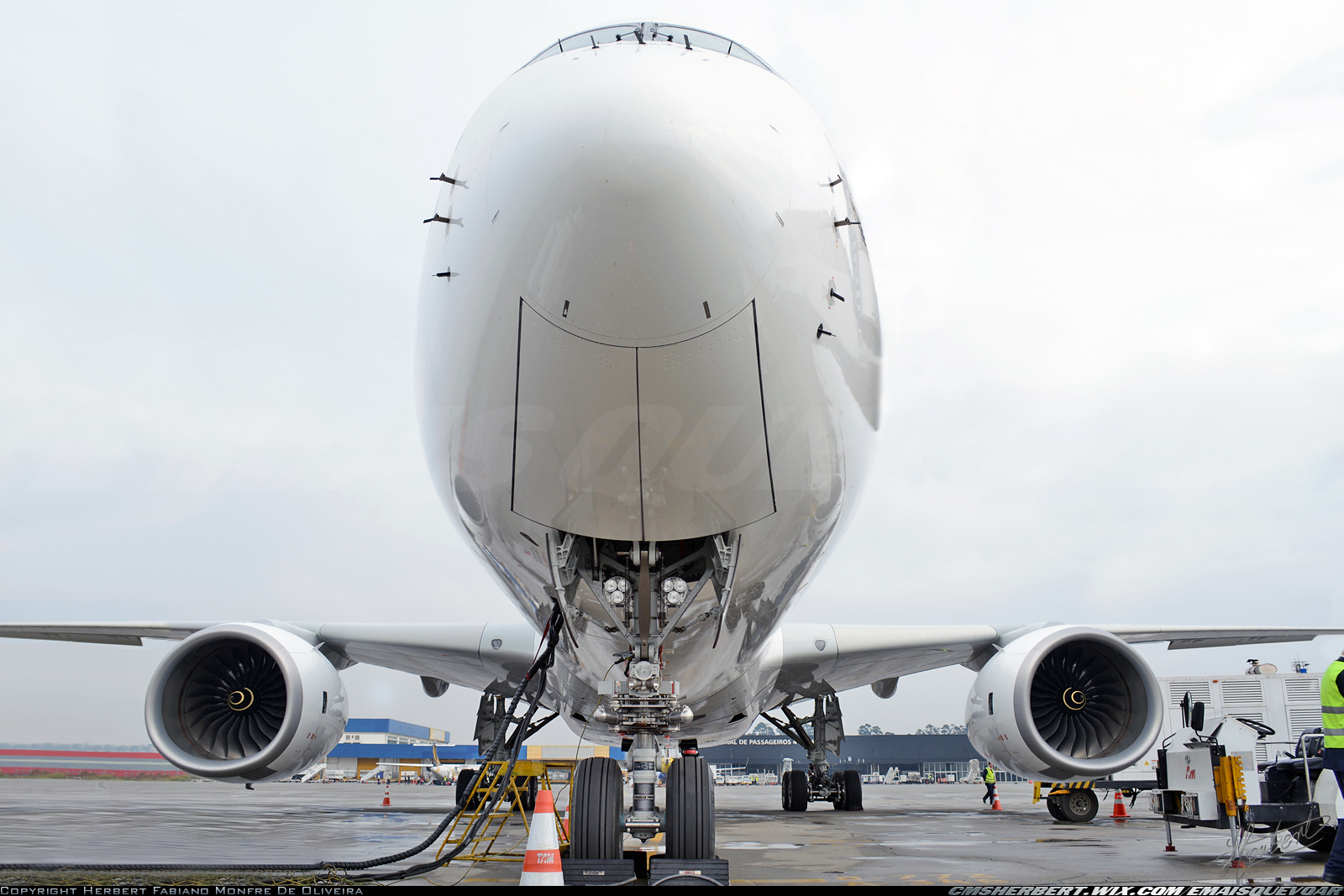 How much does a new airplane Airbus? Learn about the values!