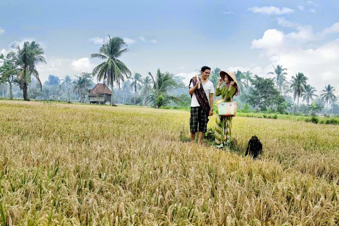 ,foto prewedding outdoor casual,prewedding outdoor murah,prewedding ...
