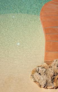 MG 8218 Piscina de arenas tropicales en revestimiento interior.