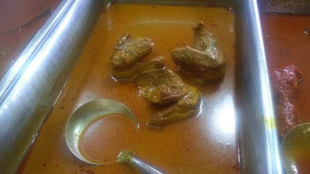 nasi campur, food,  Bawal Goreng Panas, ikan bakar, ikan goreng, sayur, ayam, curry, kurma, bihun,