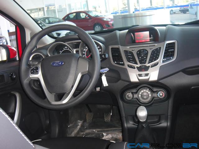Ford New Fiesta Hatch 2013 SE - interior em couro