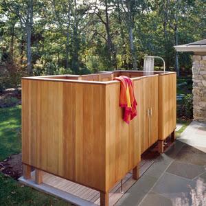 Decoracion de patios ducha exterior patios y jardines for Duchas para piscinas exterior