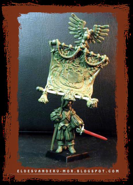 Miniatura de portaestandarte del Imperio o los tercios españoles para escala warhammer fantasy, esculpida y diseñada por ªRU-MOR para la empresa GAMEZONE