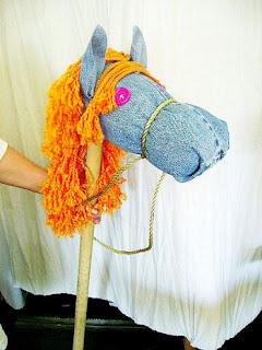 membuat kerajinan mainan kuda-kudaan dari kain jeans lama