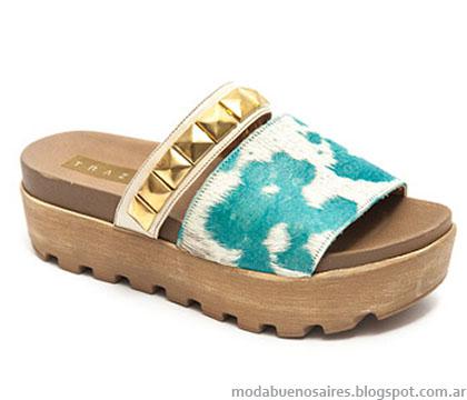 Sandalias estilo suecos verano 2015, estampas y tachas, Traza 2015.