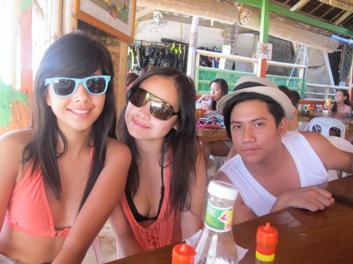 maxene magalona boracay bikini photo with friends 02