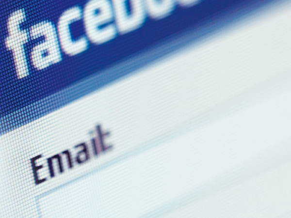 معرفة البريد الالكتروني لاى حساب على الفيسبوك