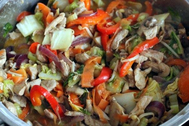 Свинина с овощами по-китайски.