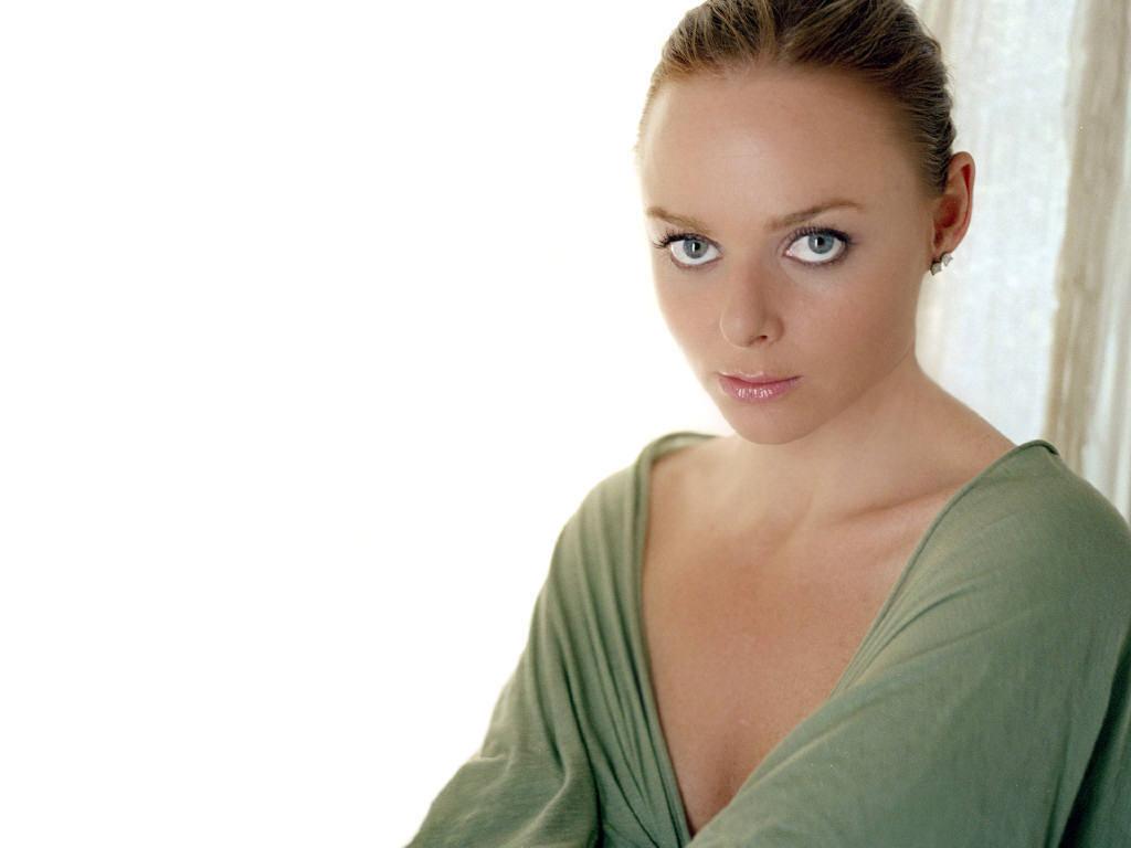 http://4.bp.blogspot.com/-e5f78138WqI/TvEUxr8AsVI/AAAAAAAAA8g/ZUDu2mSbJjI/s1600/Stella-stella-mccartney.jpg
