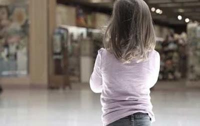pareja-deja-olvidada-hija-tres-anos-gasolinera