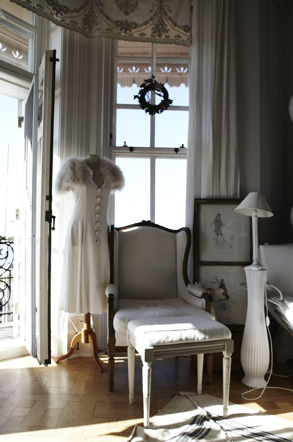 Keltainen talo rannalla Valkoinen ja romanttinen koti