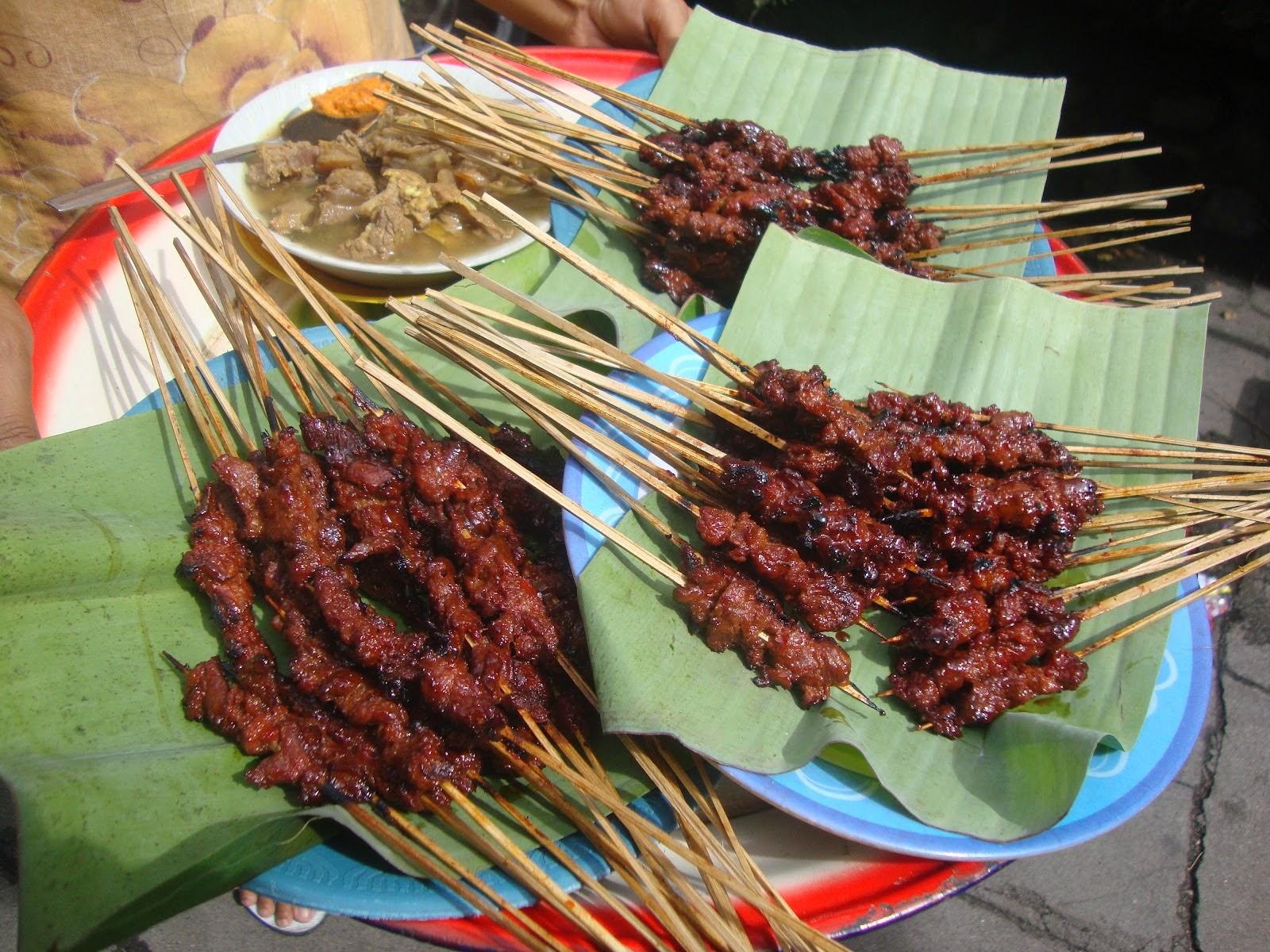Hidangan lezat sate Rembiga Lombok