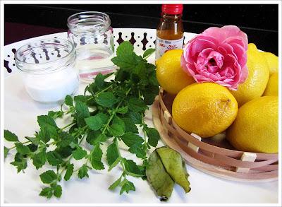Zitronen-Rosen-Limonade selbstgemacht