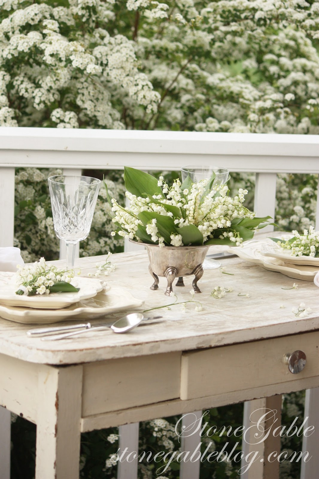 Lily of the valley tablescape stonegable izmirmasajfo