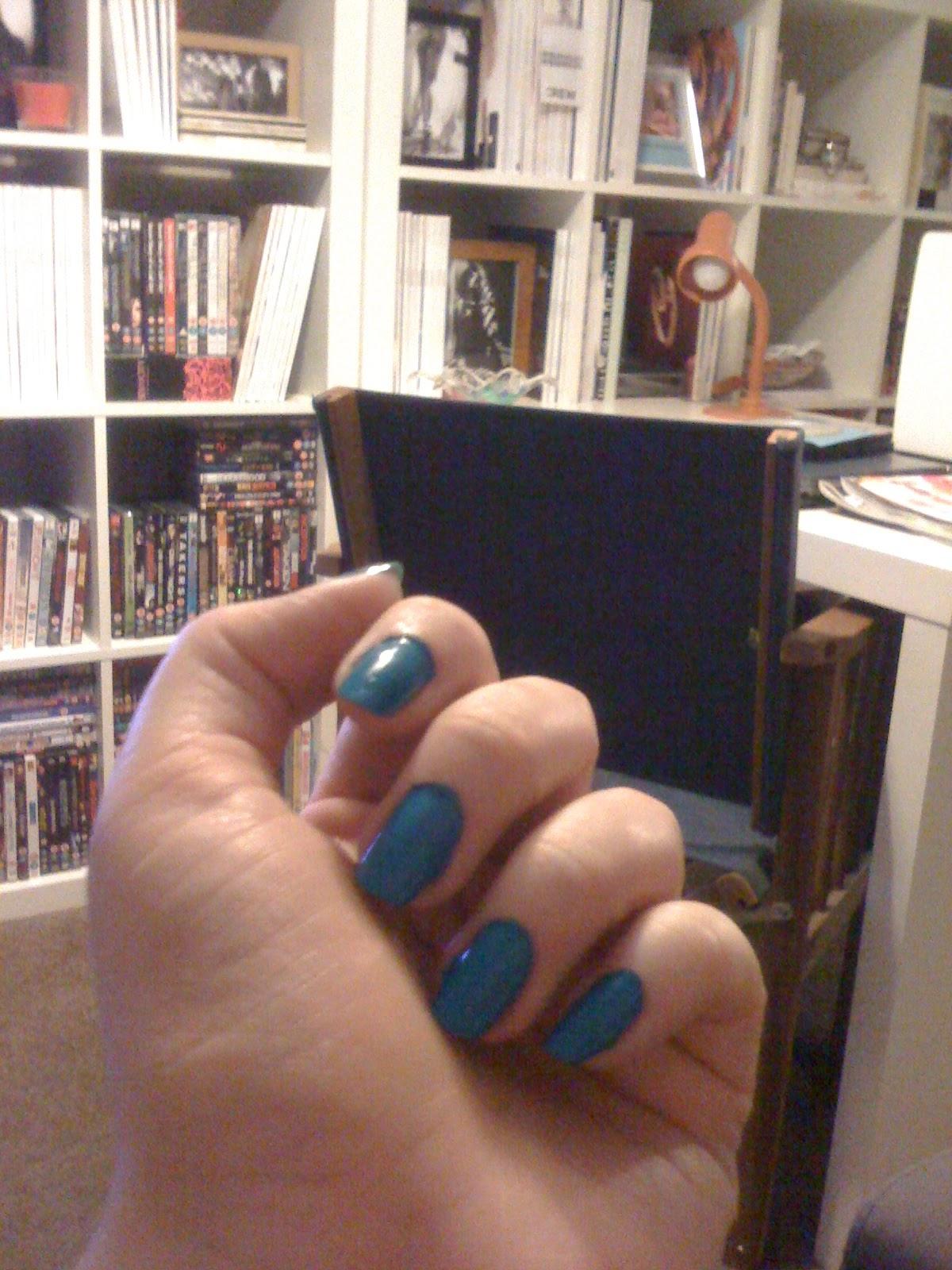 http://4.bp.blogspot.com/-e6bRqcLoMSQ/T-2nyru0dkI/AAAAAAAAA8s/5rQbVaoqxZI/s1600/H&M+Teal+nails.JPG