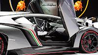 Lamborghini Veneno doors