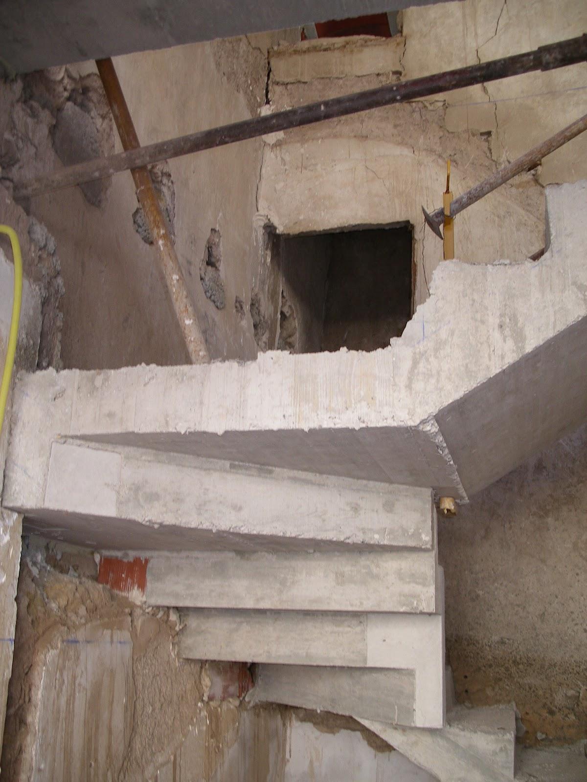 Rehabilitaci n de vivienda en entorno urbano protegido - Escaleras de hormigon armado visto ...