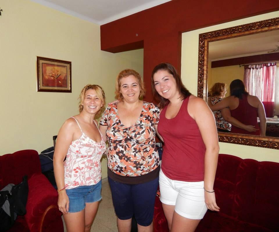 A centro, Maura y dos amigas que se hospedaron en Casa Maura rent room old havana