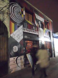 Un bar en Barrio Italia donde disfrutar de una buena pizza y una cerveza.