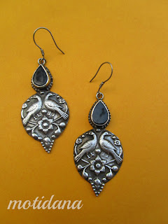 tribal earrings with peacock motif in silver with onyx