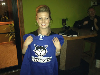 Pearl Street Pub Staff Gets Wolves Hoodies from the Boss