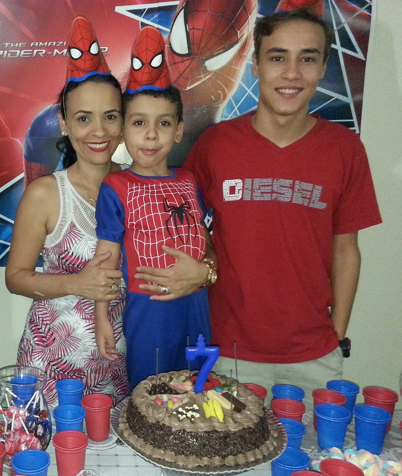 Meus filhos, meu coração batendo fora de mim!!! Edu de 7 anos e João de 16 anos.