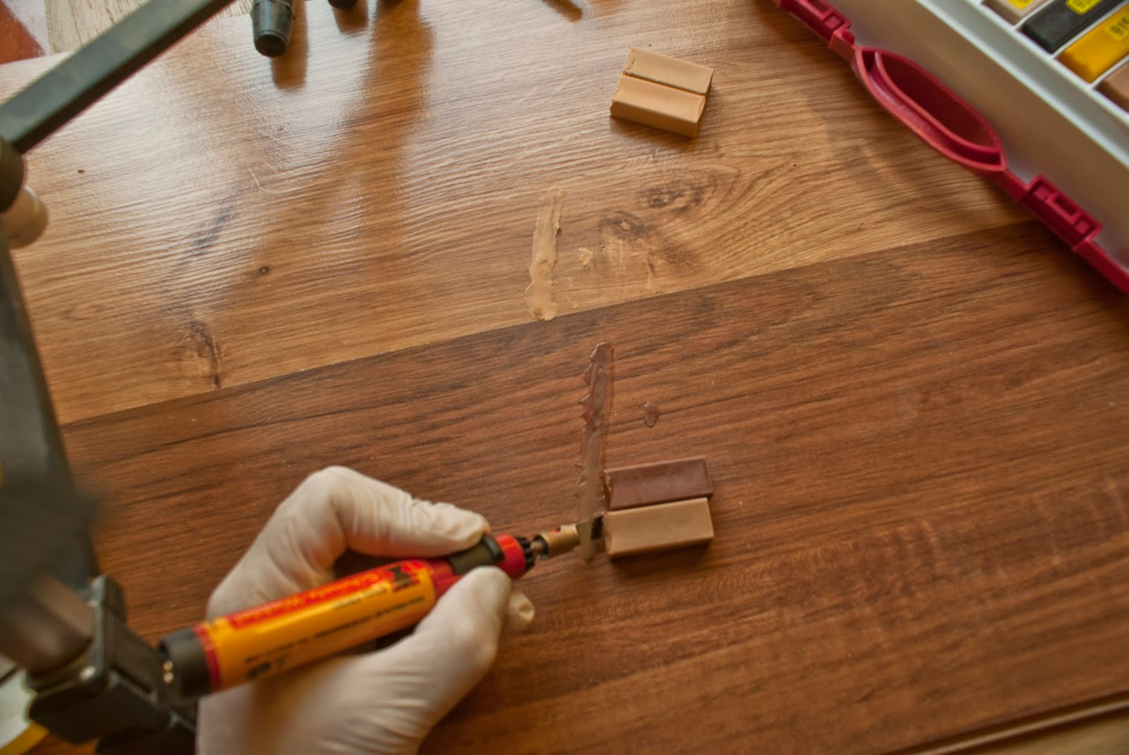 C mo reparar las rayadas en el parquet tarima y laminado - Reparar piso parquet ...