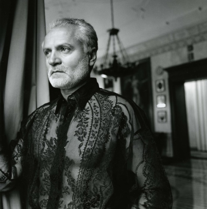 a biography of gianni versace How large is gianni versace net worth in 2017 updated biography, wiki of gianni versace net worth including hidden assets: salary, estates, cars.