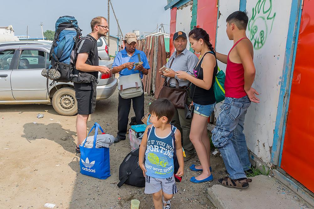 Taksówkarze i cinkciarze w Altanbulag