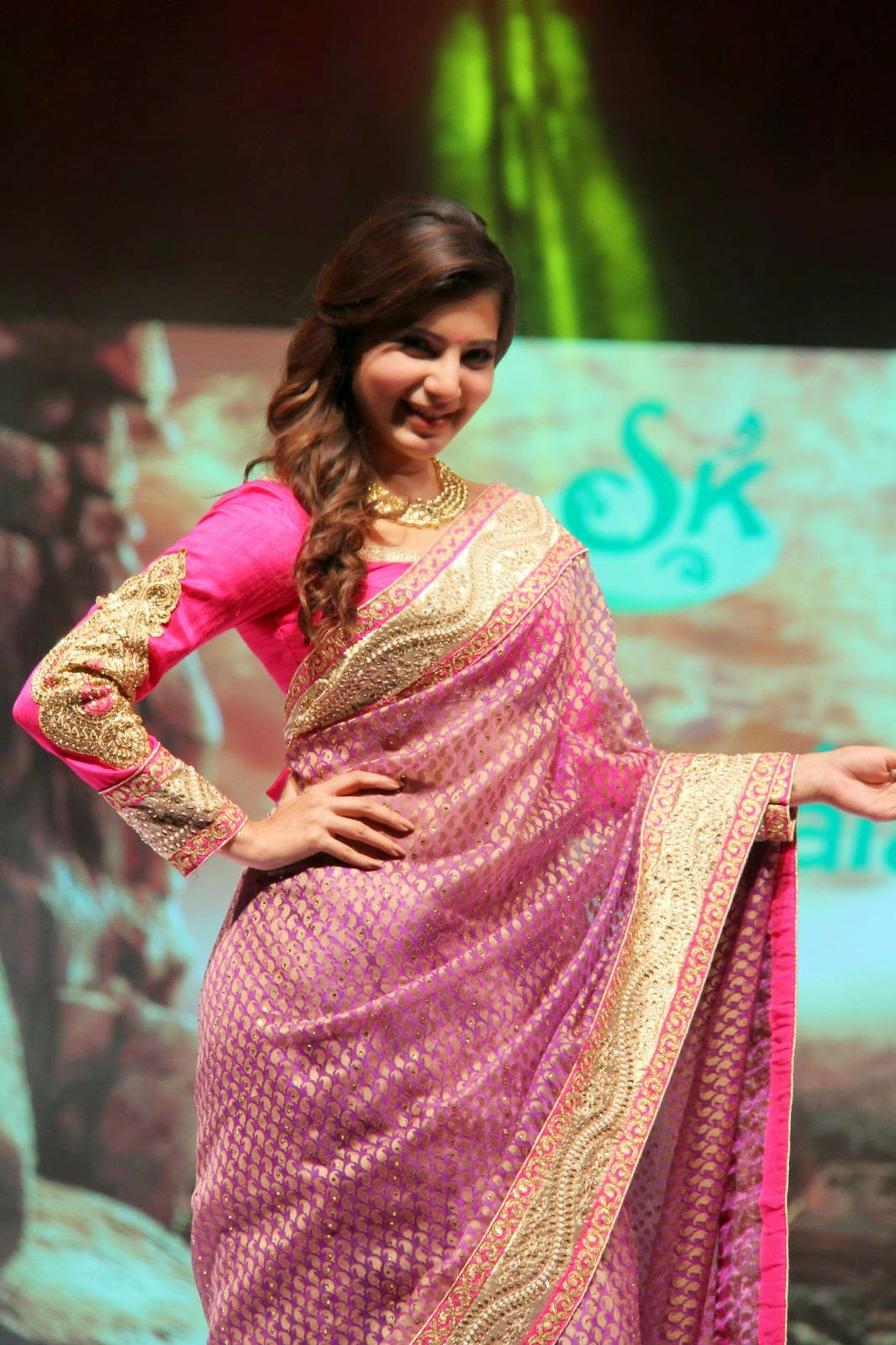samantha latest glam saree stills