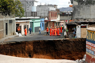 massive sinkholes around the world 04 Massive sinkholes around the world
