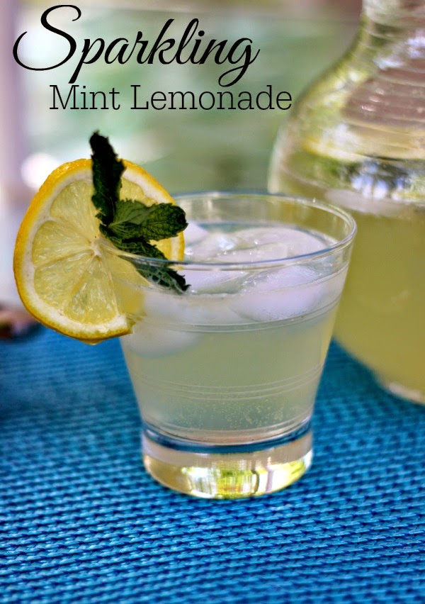 Sparkling Mint Lemonade: Refreshing and not too sweet!  #drinks #lemonade