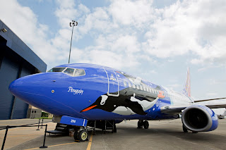 Southwest Airlines unveils its special Penguin One livery on a Boeing 737 [Photo: Southwest Airlines]