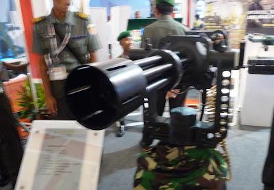 http://4.bp.blogspot.com/-e9Bz_IWuDDI/UUnR-NWMV0I/AAAAAAAAYRk/Z8rC89n_aaw/s400/Gatling_Defense+Studies.JPG