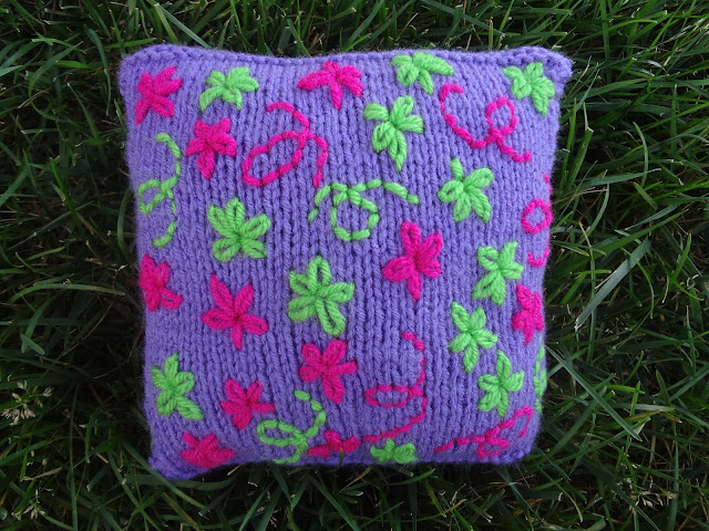 Knitted Boot Pattern : Fiber Flux: Free Knitting Pattern... Embroidered Daisy Pillow!